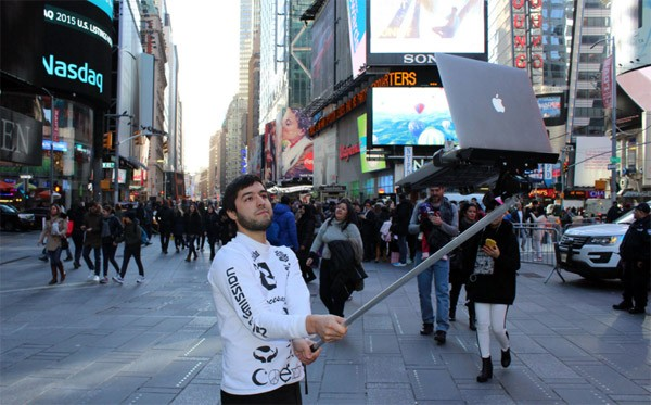 selfie-stick-macbook3