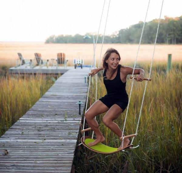 Swurfer: de combinatie van een surfplank en een schommel