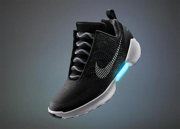 Dit zijn de zelfstrikkende schoenen van Nike