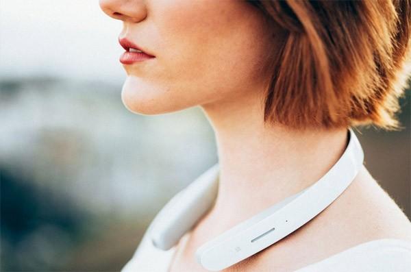 Deze futuristische koptelefoon van Sony draag je om je nek