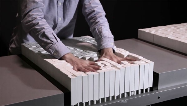 MIT's Materiable doet water, zand en andere materialen na