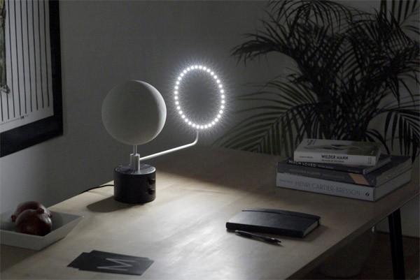 De prachtige MOON lamp simuleert de maan