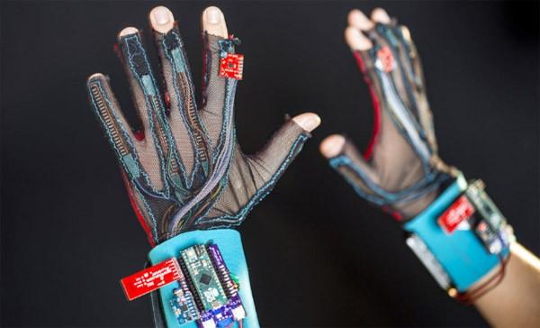 SignAloud: de handschoen die gebarentaal uitspreekt