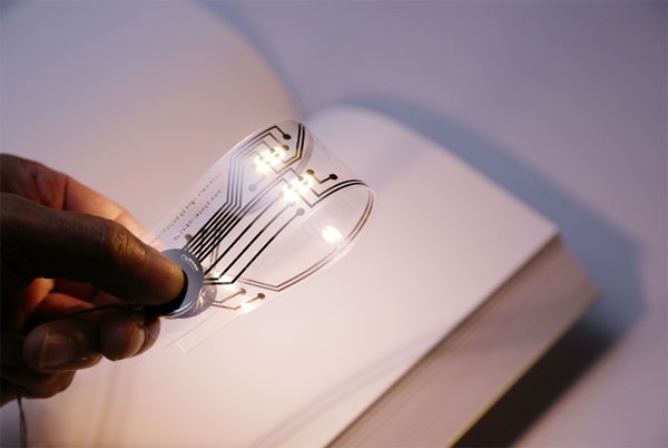 Vernuftig bedachte boekenlegger is tevens een lampje