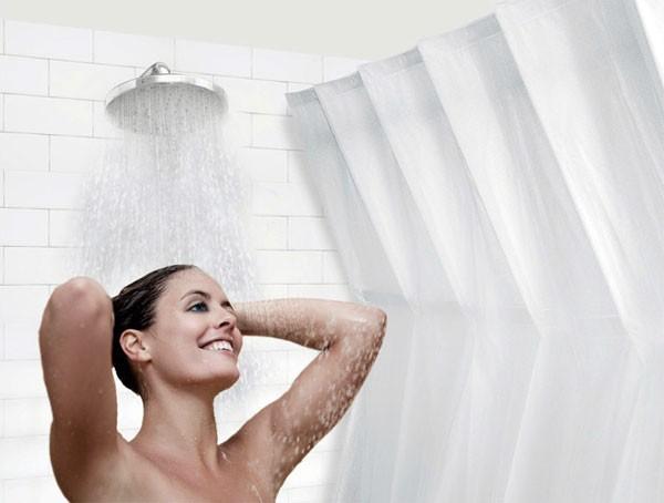 Dit douchegordijn buigt naar buiten, zodat jij meer ruimte in je douche hebt