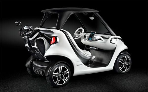 In stijl de baan over met een luxe golfkarretje van Mercedes