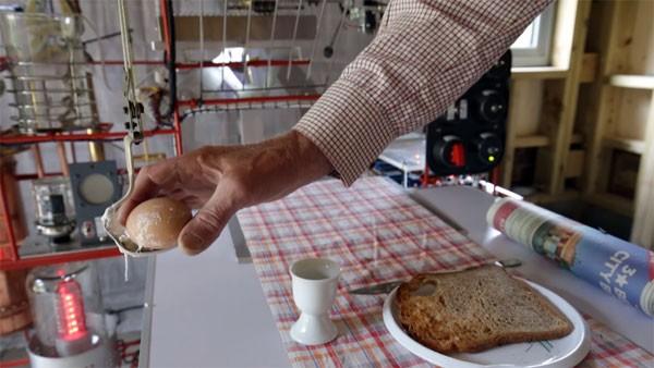 Deze zeer complexe machine maakt ontbijtjes klaar