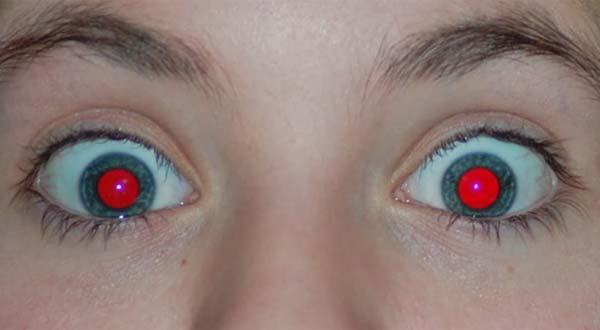 hoe je ervoor zorgt dat je geen rode ogen hebt op fotos