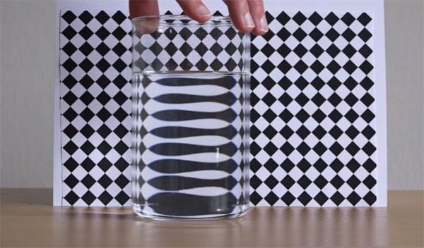 Interessante experimenten met water en zwart-wit patronen