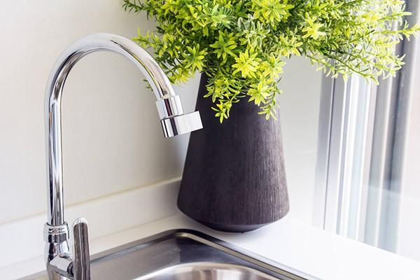 Innovatief opzetstuk voor je kraan bespaart 98 procent water