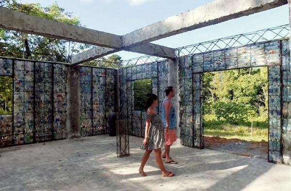 In Panama bouwt men een dorp van plastic
