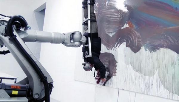 Industriële robotarm maakt van schilder een kwast