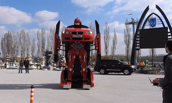Er is nu een BMW die in een Transformer verandert