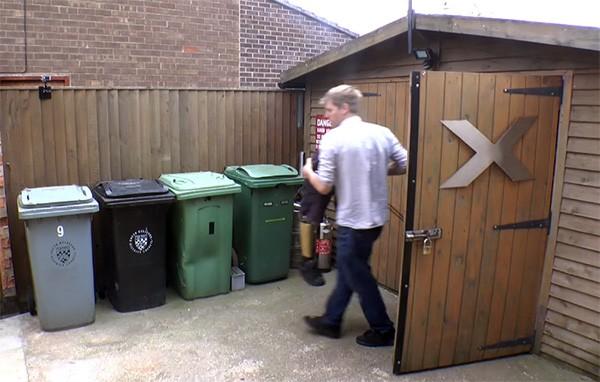 Colin Furze krijgt voortaan geen vuilnissap meer op zijn broek