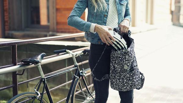 Fend: de opvouwbare fietshelm die in je tas past