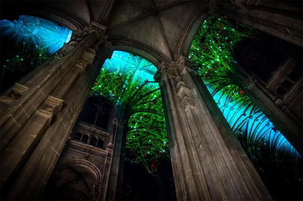 Dankzij projection mapping kun je in deze kerk de hemel zien