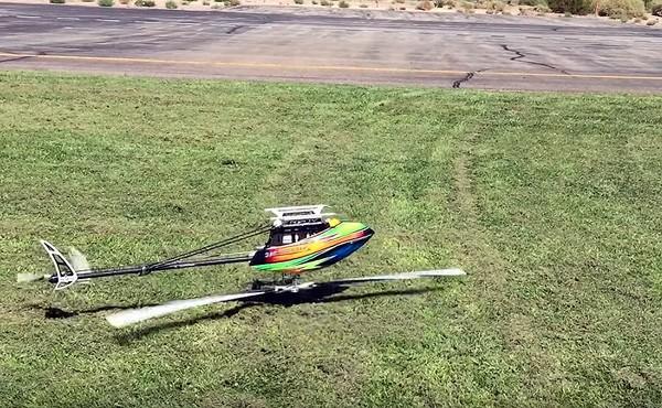 Grasmaaien met een op afstand bestuurbare helikopter