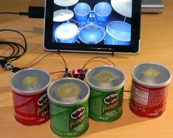 Zo maak je een MIDI-drumkit met bussen Pringles