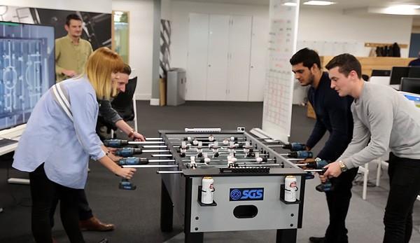 Power Drill Foosball: een voetbaltafel met elektrische boren