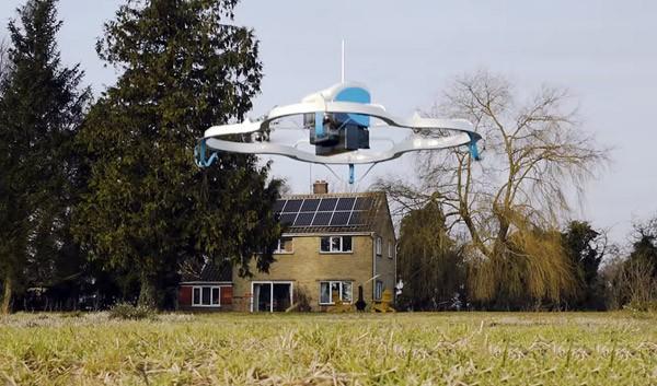 Drones van Amazon leveren nu pakketjes af