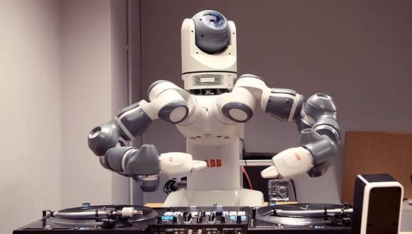 Ford heeft een robotische deejay ontwikkeld