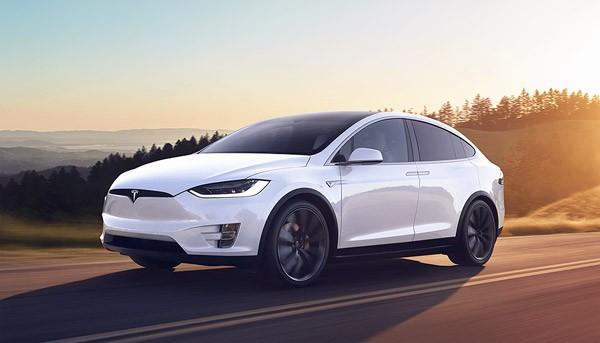 De Tesla Model X heeft een bizarre kerstmodus