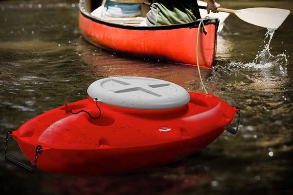 Deze briljante aanhanger voor kano's houdt al je drankjes koud