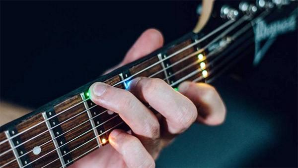 Fret Zeppelin: leer gitaarspelen met lampjes op de frets