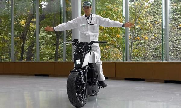 Honda Riding Assist laat motors balanceren zonder standaard