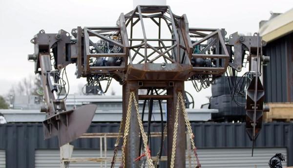 Slecht idee: een gigantische robot met messen van 200 kilo