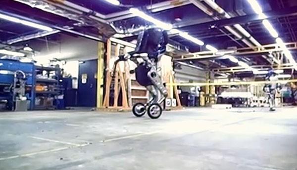 Een robot op wielen toont de kracht van Google's Boston Dynamics