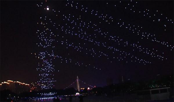 Wereldrecord dronevliegen: 1000 drones tegelijk