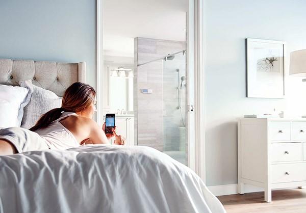 U: de douche die je met je smartphone bedient