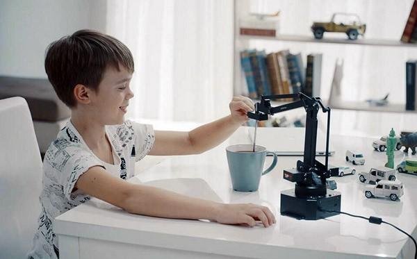 uArm Swift: een robotarm voor op je bureau
