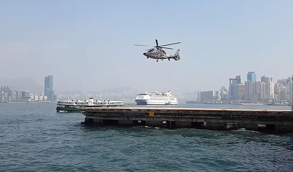 Waarom deze helikopter op een magische manier zweeft