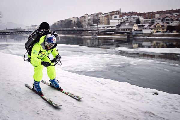 Red Bull laat wereldkampioen skiën met een jetpack