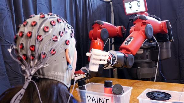 Deze robot van het MIT kan je gedachten lezen