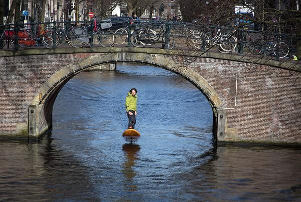 Met een Jetfoiler door de grachten van Amsterdam