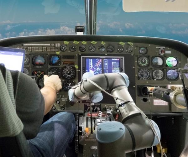 DARPA ontwikkelt een robot als co-piloot