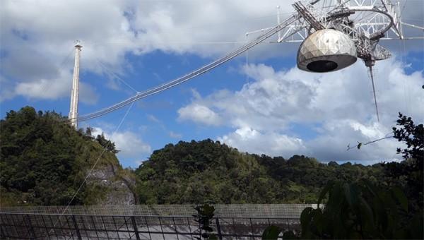 Een kijkje bij de gigantische Arecibo telescoop