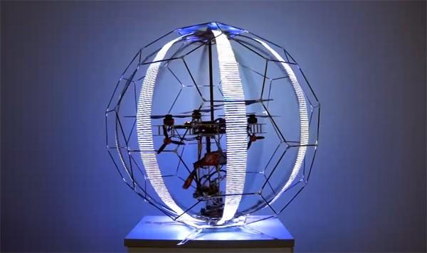 Bolvormige drone fungeert als vliegend display