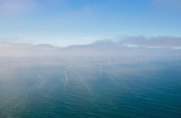 In de Noordzee staat nu het grootste off-shore windpark van Europa
