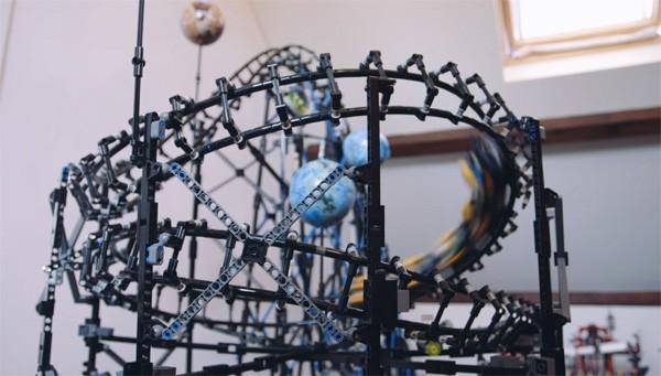 Nederlandse bouwers maken volledig functionele achtbaan van LEGO