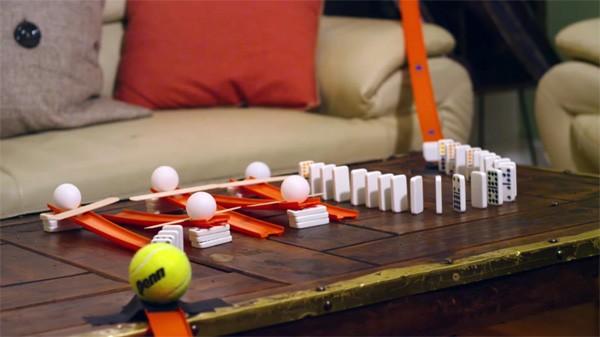 Een Rube Goldberg machine voor dronkenlappen