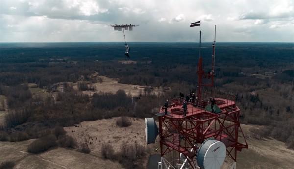 Deze skydiver heeft de eerste sprong vanaf een drone gemaakt