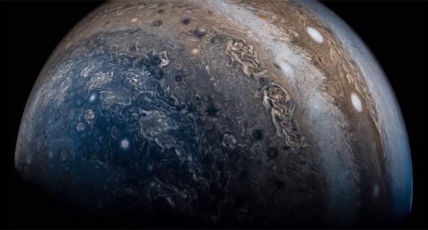 Schitterende video toont het oppervlakte van Jupiter
