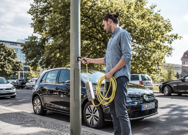 Ubitricity maakt van lantaarnpalen oplaadpunten voor elektrische auto's