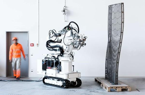 Wetenschappers bouwen met robotarmen een gebouw van drie verdiepingen
