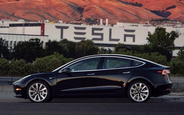 De eerste foto's van de productieversie van de Tesla Model 3