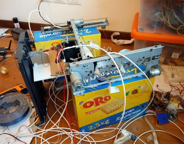 Student bouwt een 3D-printer voor 10 euro